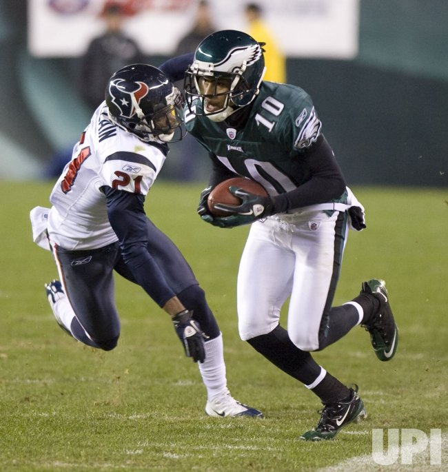 Philadelphia Eagles wide receiver DeSean Jackson gains 21 yard in the first quarter.