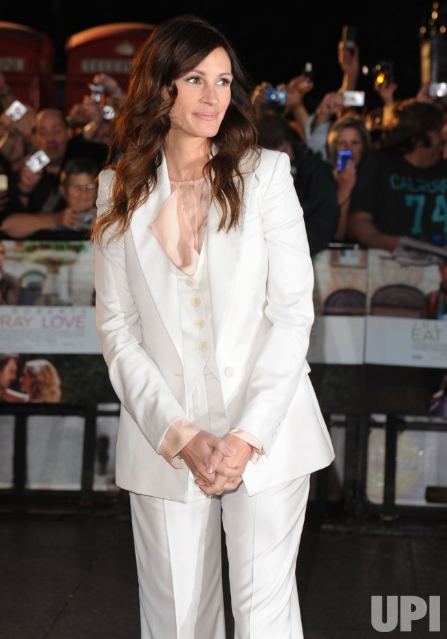 "Julia Roberts attends ""Eat, Prey, Love"" premiere"