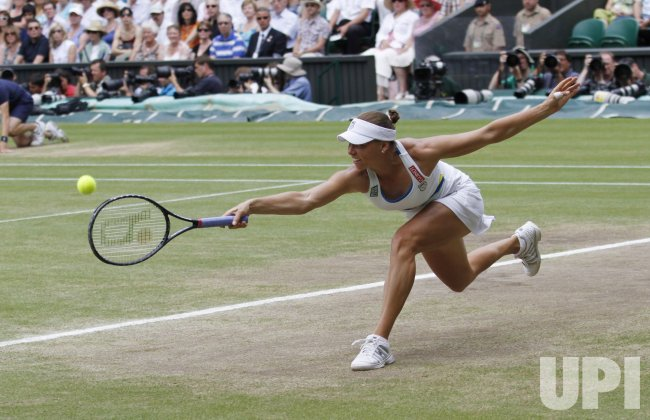 Russian Vera Zvonareva plays against American Serena Williams at the Wimbledon Championships