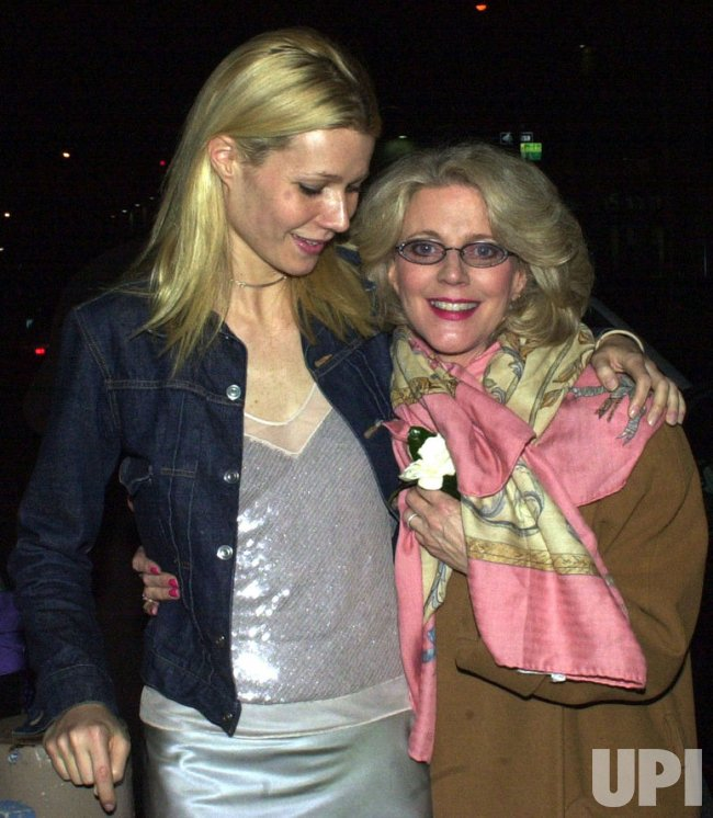 GWYNETH PALTROW CHEERS MOMS BROADWAY OPENING