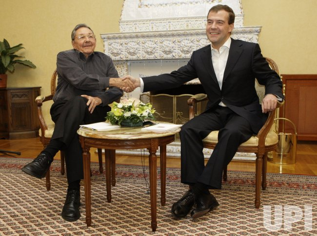 Russian President Medvedev meets with Cuban leader Raul Castro