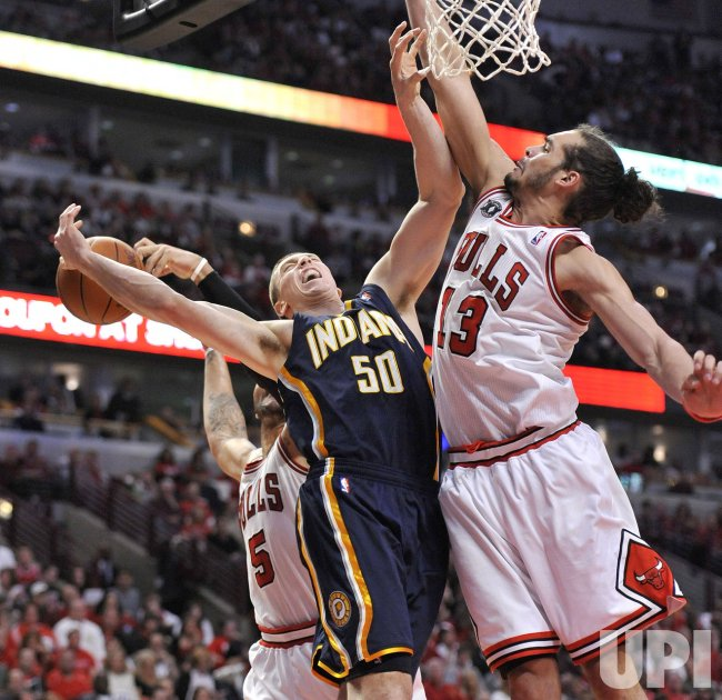 Bulls Boozer, Noah defend against Pacers Hansbrough in Chicago