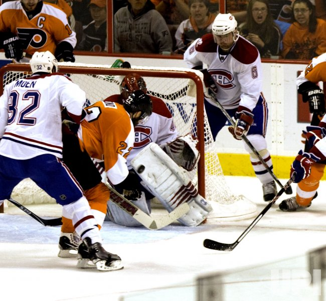 Flyers Danny Briere scores first goal