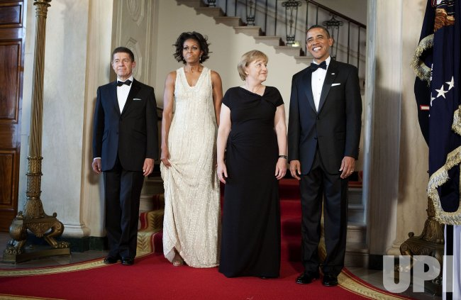 President Obama And First Lady Michelle Obama Welcome German Chancellor Angela Merkel And Her Husband Joachim Sauer To The White House In Washington Upi Com