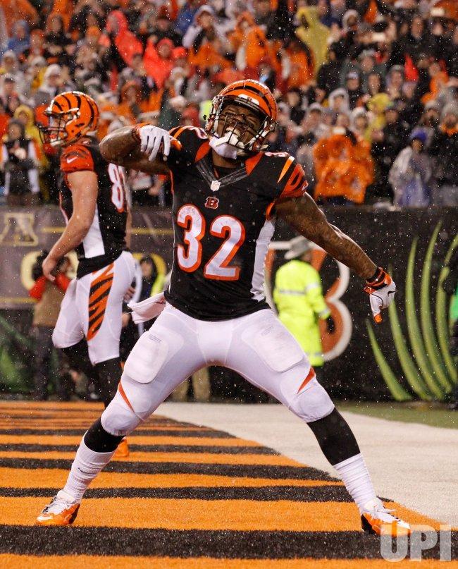 Bengals HB Jeremy Hill celebrates touchdown