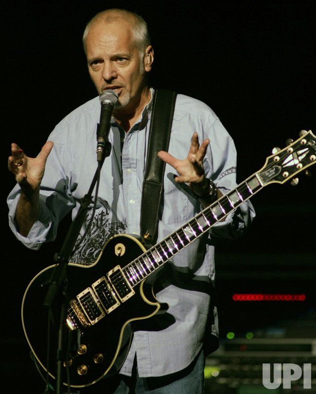 PETER FRAMPTON PERFORMS IN CONCERT