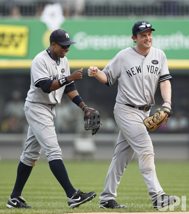 Yankees Granderson and Kearns celebrate win over White Sox in Chicago