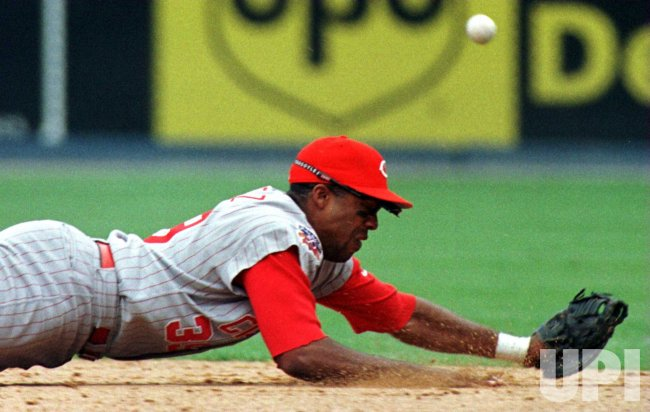Reds Perez misses on diving catch attempt