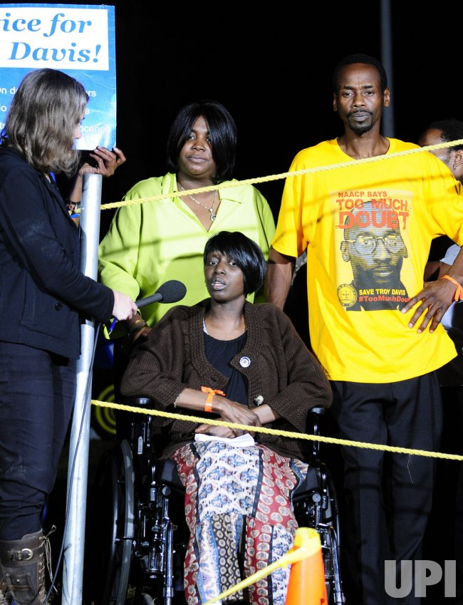 Protesters for Troy Davis execution in Jackson, Ga