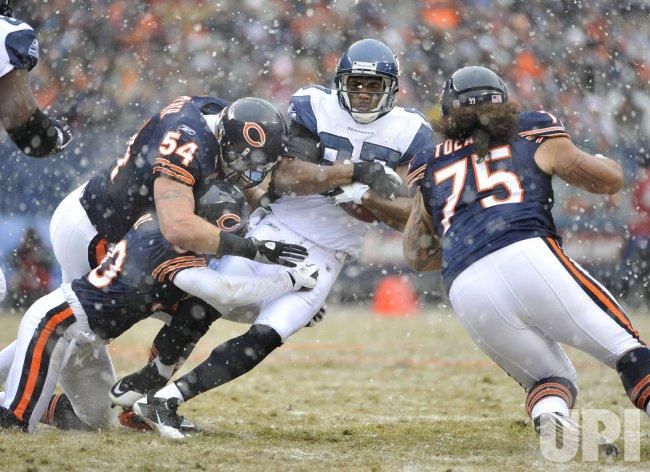 Bears Moore, Urlacher, Toeaina tackle Seahawks Obomanu