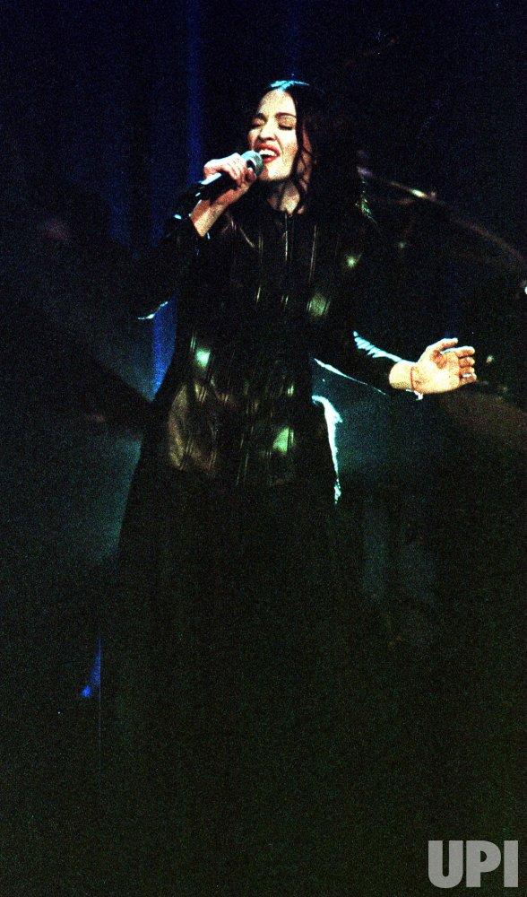 1998 VH1 Fashion Awards--Madonna performing