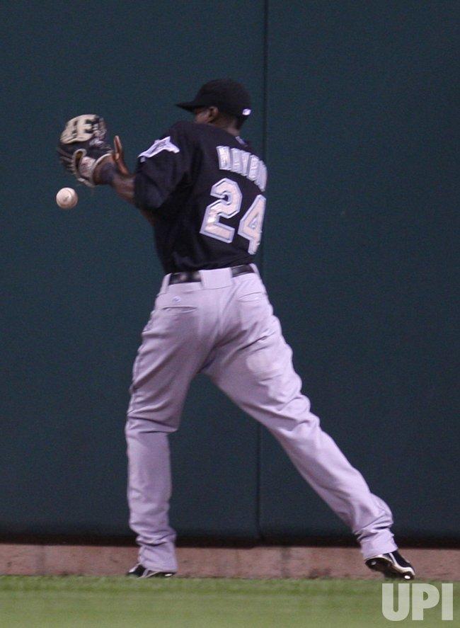 Florida Marlins Camereron Maybin misplays baseball