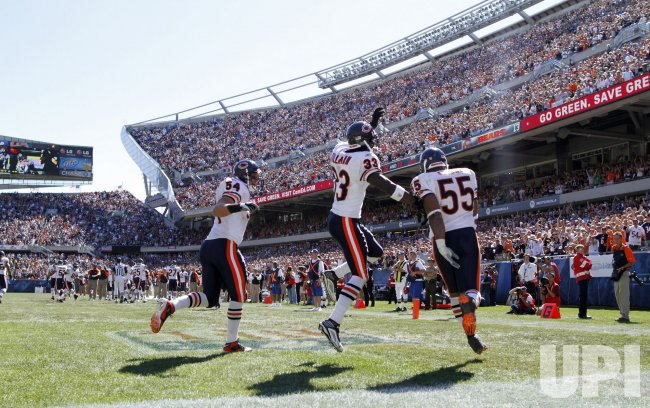 Bears Urlacher, Tillman and Briggs celebrate fumble recovery against Lions in Chicago
