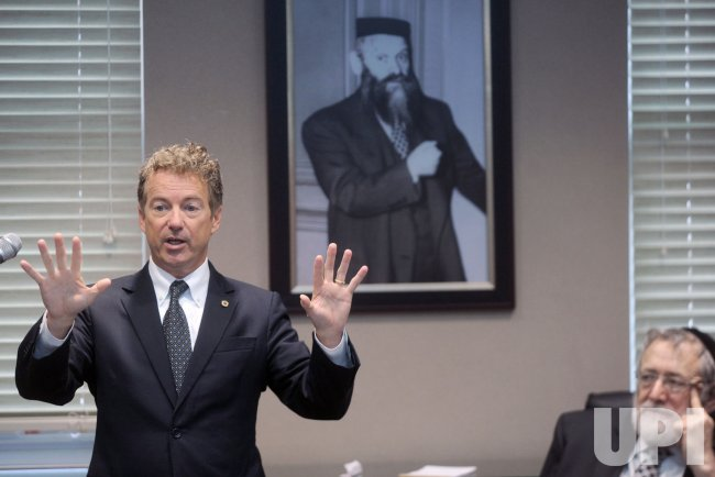 Senator Rand Paul speaks at the Torah Umesorah Hebrew Day School