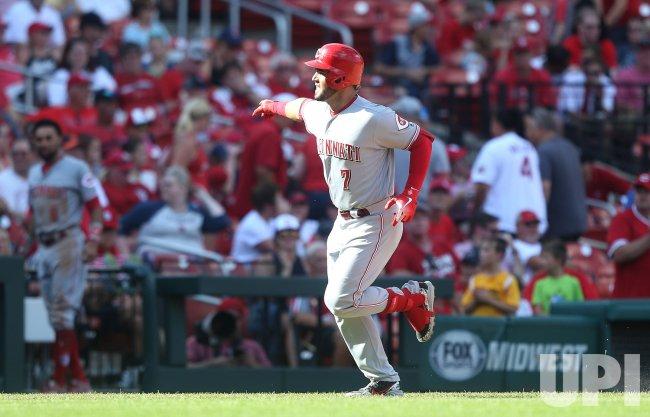 Cincinnati Reds Eugenio Suarez hits two run home run