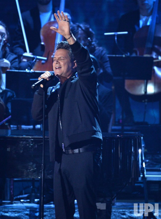 Alejandro Sanz performs at the Latin Grammy Awards in Las Vegas