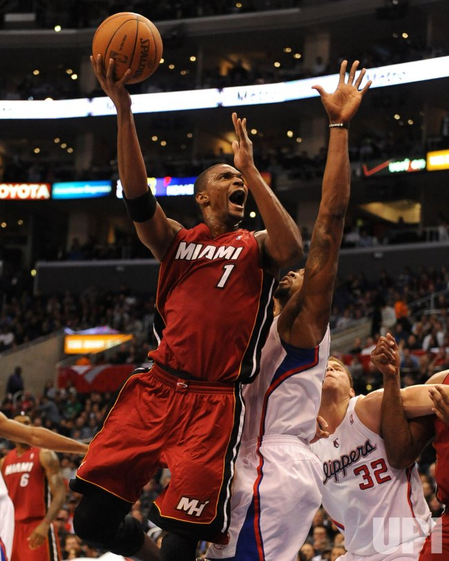 Chris Bosh shoots over Clippers