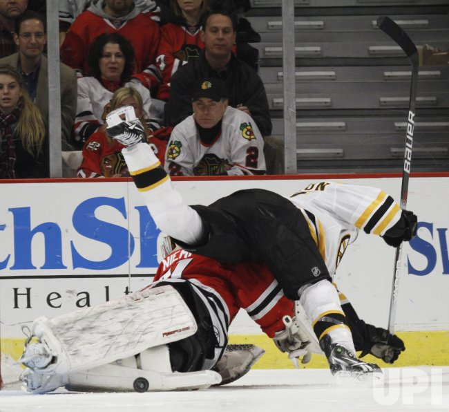 Blackhawks Niemi makes save against Bruins in Chicago