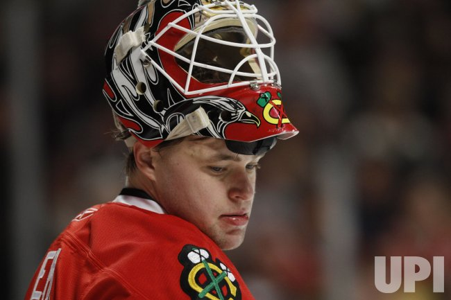 Blackhawks' Niemi rests against Bruins in Chicago