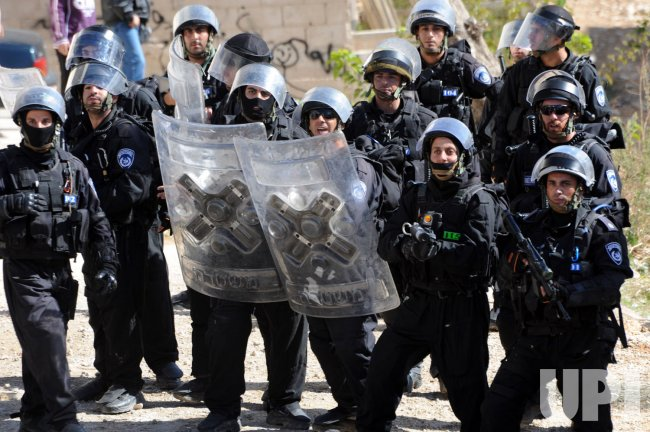 Israeli special forces shield themselves from Palestinians throwing stones