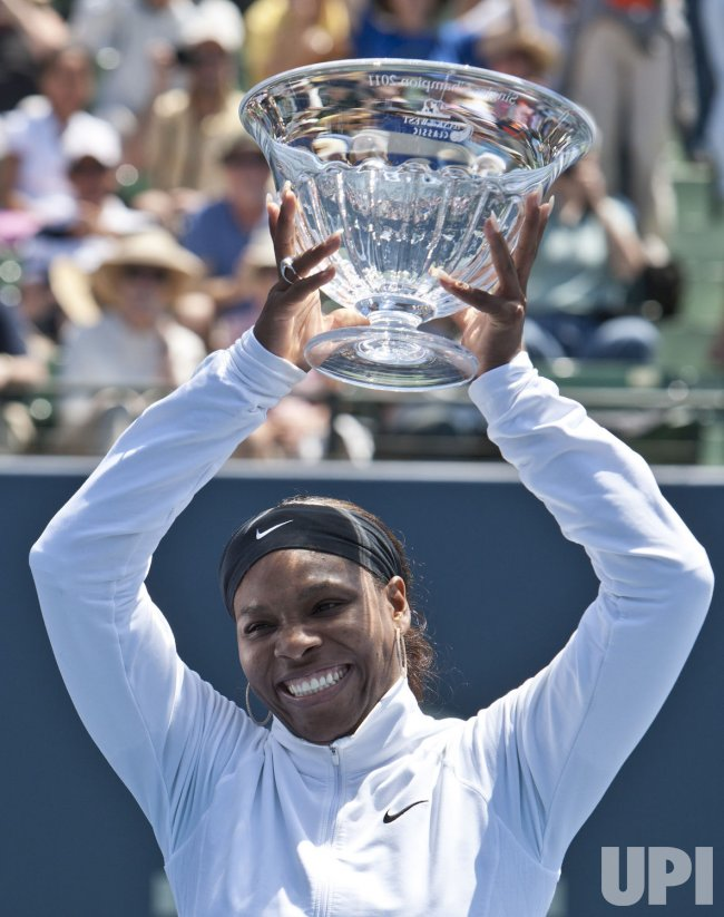 Serena Williams defeats Marion Bartoli to win Bank of the West Classic