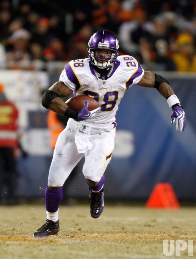 Vikings' Peterson runs against the Bears in Chicago
