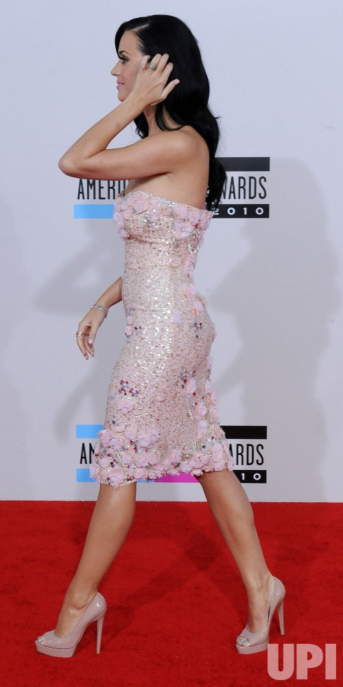 Katy Perry arrives at the 2010 American Music Awards in Los Angeles