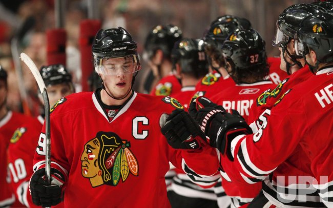 Blackhawks Toews scores against Capitals in Chicago
