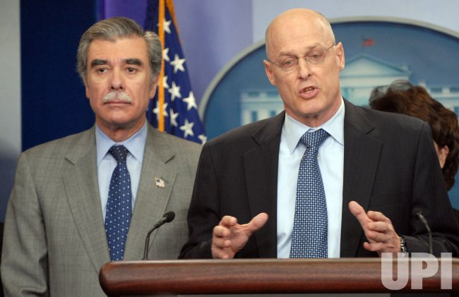 Cabinet members brief media on Colombia FTA at White House