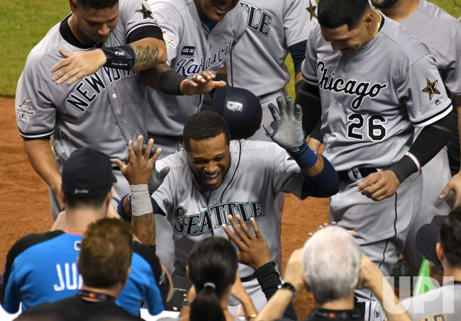 Mariners Cano hits home run to win 2017 MLB All-Star Game in Miami, Florida