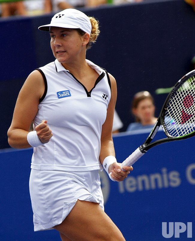 Monica Seles advances to semifinal at Rogers AT&T Cup