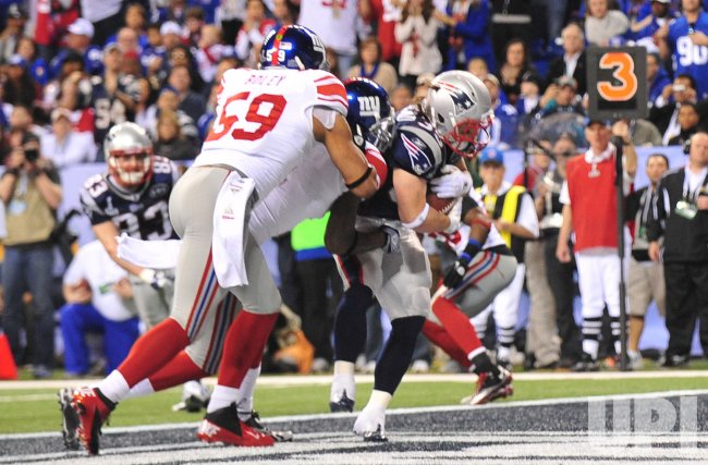 Patriots Woodhead Scores Against the Giants in Super Bowl XLVI in Indianapolis