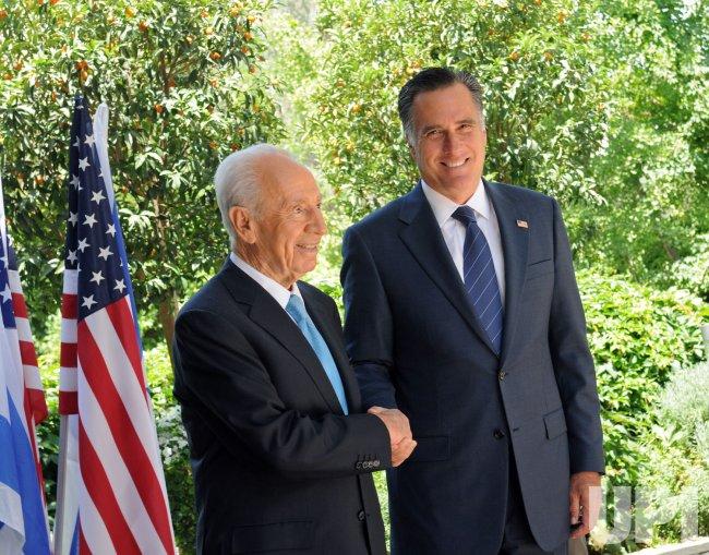 Mitt Romney Meets Israeli President Shimon Peres