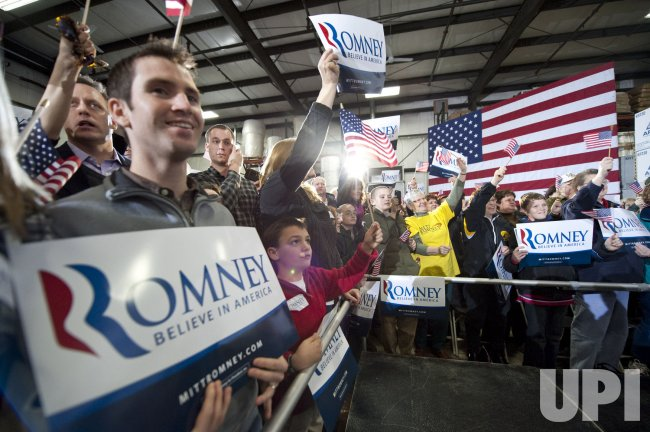 Romney supporters cheer in Dubuque, Iowa