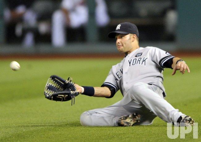 Yankees Swisher Slides To Make Catch