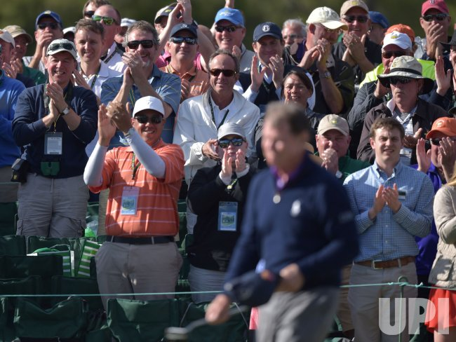 Tom Watson and fans react on 18 in his final Masters