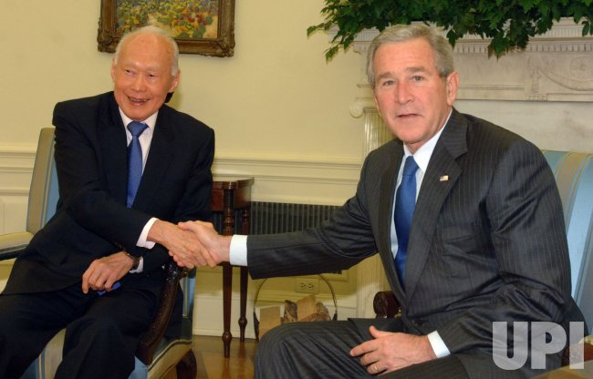 BUSH MEETS WITH MINISTER MENTOR OF SINGAPORE