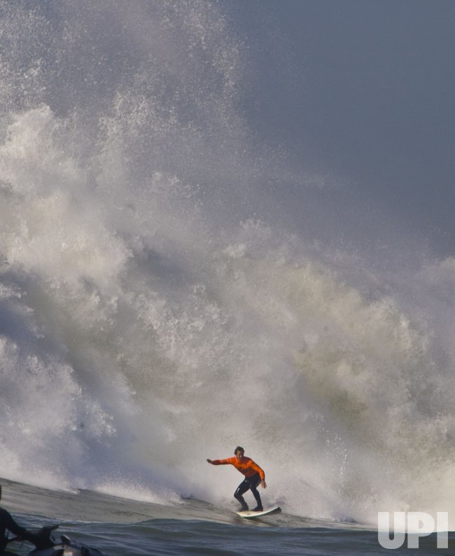 Chris Bertish wins the Mavericks contest in Half Moon Bay