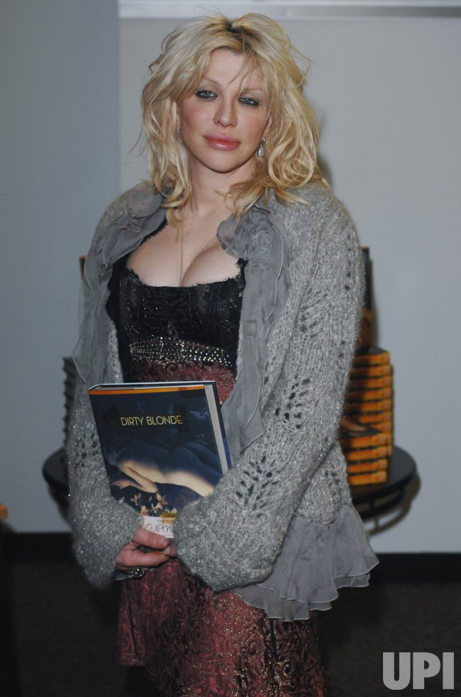 COURTNEY LOVE BOOK SIGNING IN LONDON