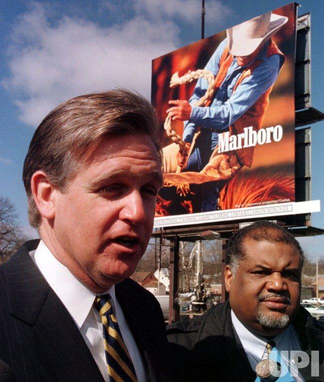 St. Louis-area tobacco b.illboards come down