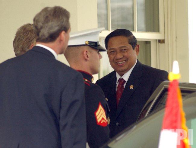 BUSH MEETS WITH INDONESIA'S YUDHOYONO