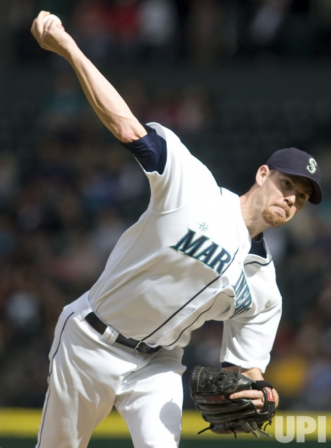 MARINERS FISTER PITCHES AGAINST RANGERS.