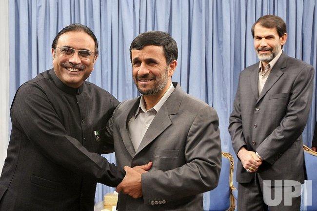 Iranian President Ahmadinejad meets Pakistani President Asif Ali Zardari in Tehran