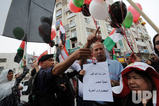 Palestinians celebrate the signing of the reconciliation agreement between Hamas and Fatah in Ramallah, West Bank