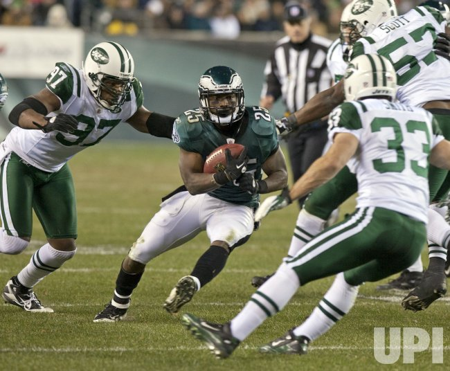 Philadelphia running back LeSean McCoy carries for 33 yards and touchdown during third quarter play