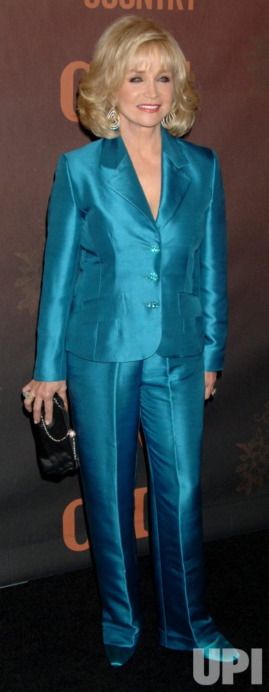 """REBA MCENTIRE HONORED AT """"CMT GIANTS"""" TAPING"""