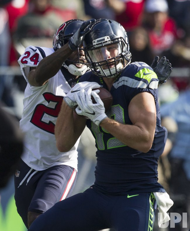 Seattle Seahawks and Houson Texans tied 21-21 in Seattle