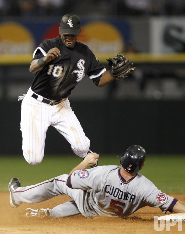 White Sox Ramirez turns double play against Twins in Chicago
