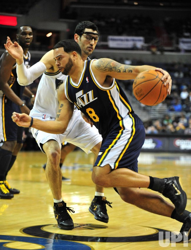 Utah Jazz Deron Williams drives to the basket in Washington