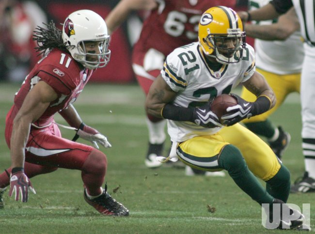 Packers Charles Woodson intercepts a ball intended for Cardinals Larry Fitzgerald in Arizona